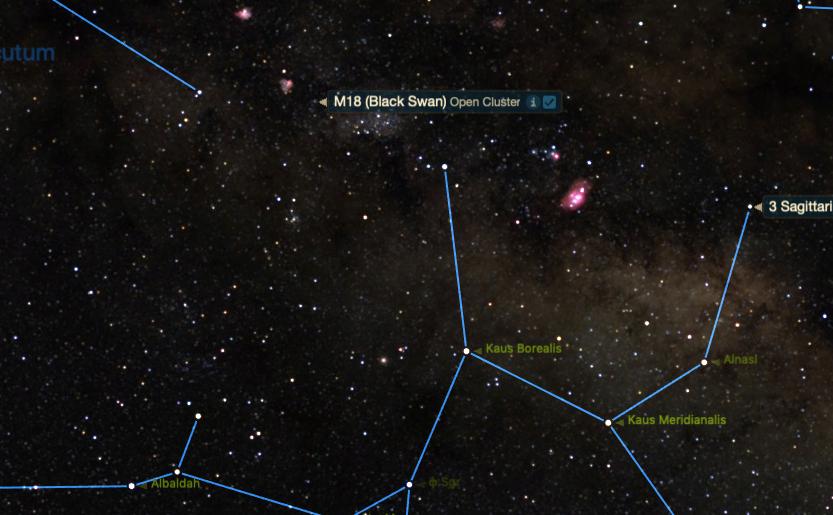 M18 ayrıca, Yay burcundaki çaydanlık asterizminin baş yıldızı Lambda Sagittarii / Kaus Borealis'i kullanarak da bulunabilir. Küme 8,5 derece kuzeyde ve yıldızın biraz batısındadır.