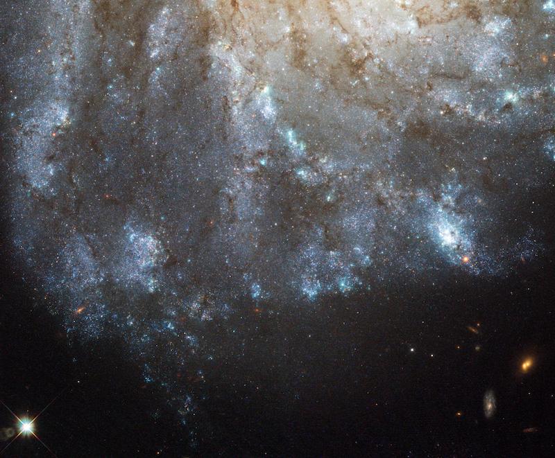M99 gökadasının etrafındaki haleye ait yıldız oluşum alanı görüntüsü